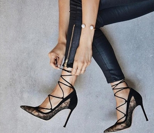 Outfits με black heels!