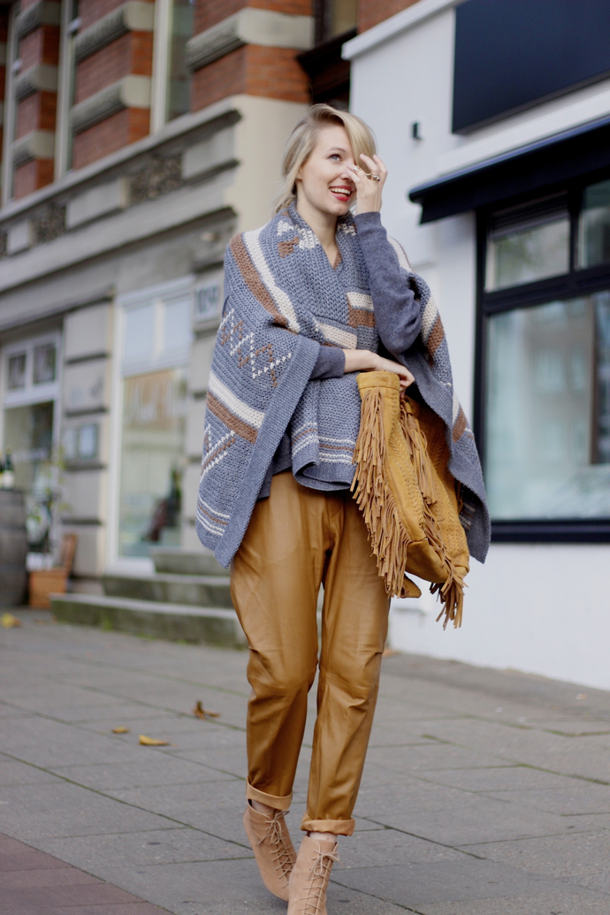 2-poncho-with-camel-pants