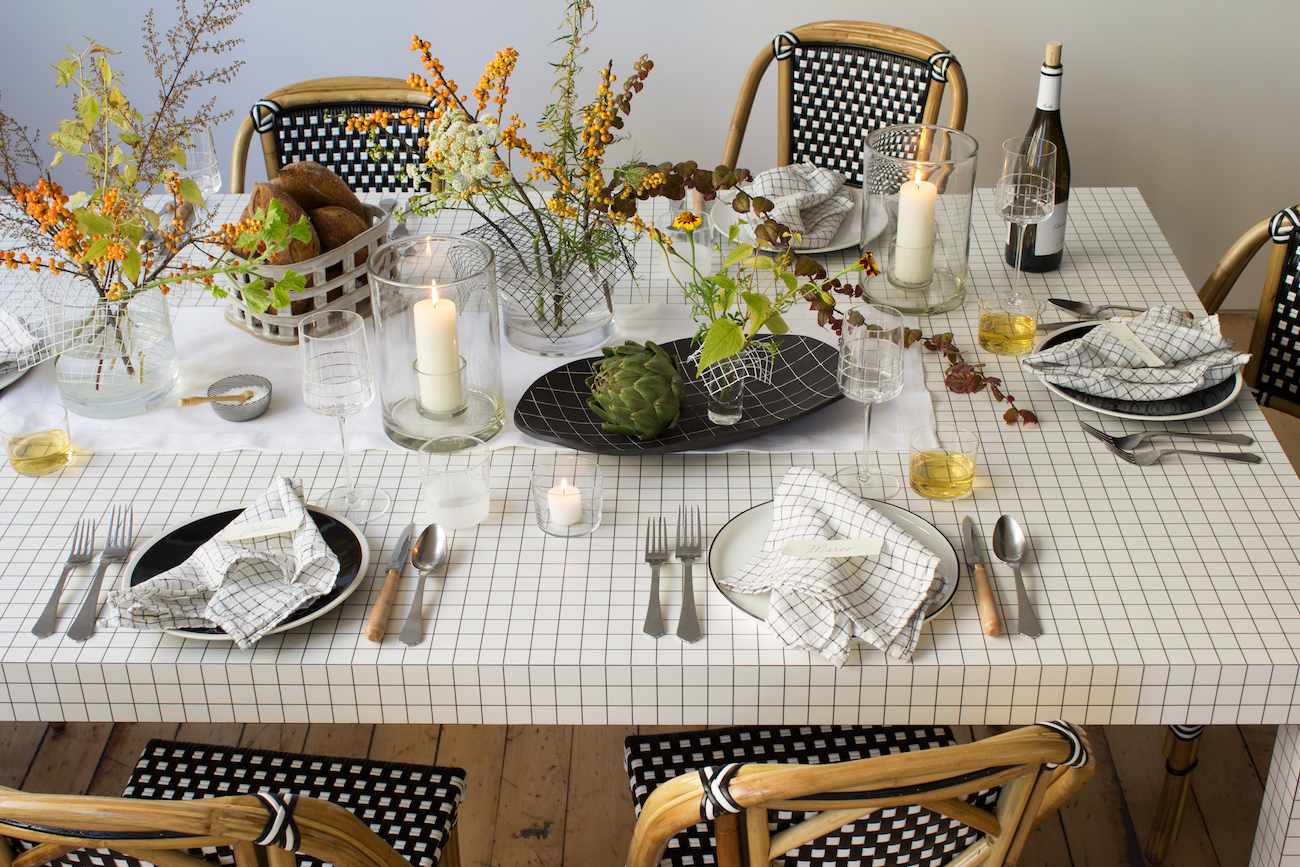 modern-thanksgiving-table-setting-with-grids-and-flowers-david-stark