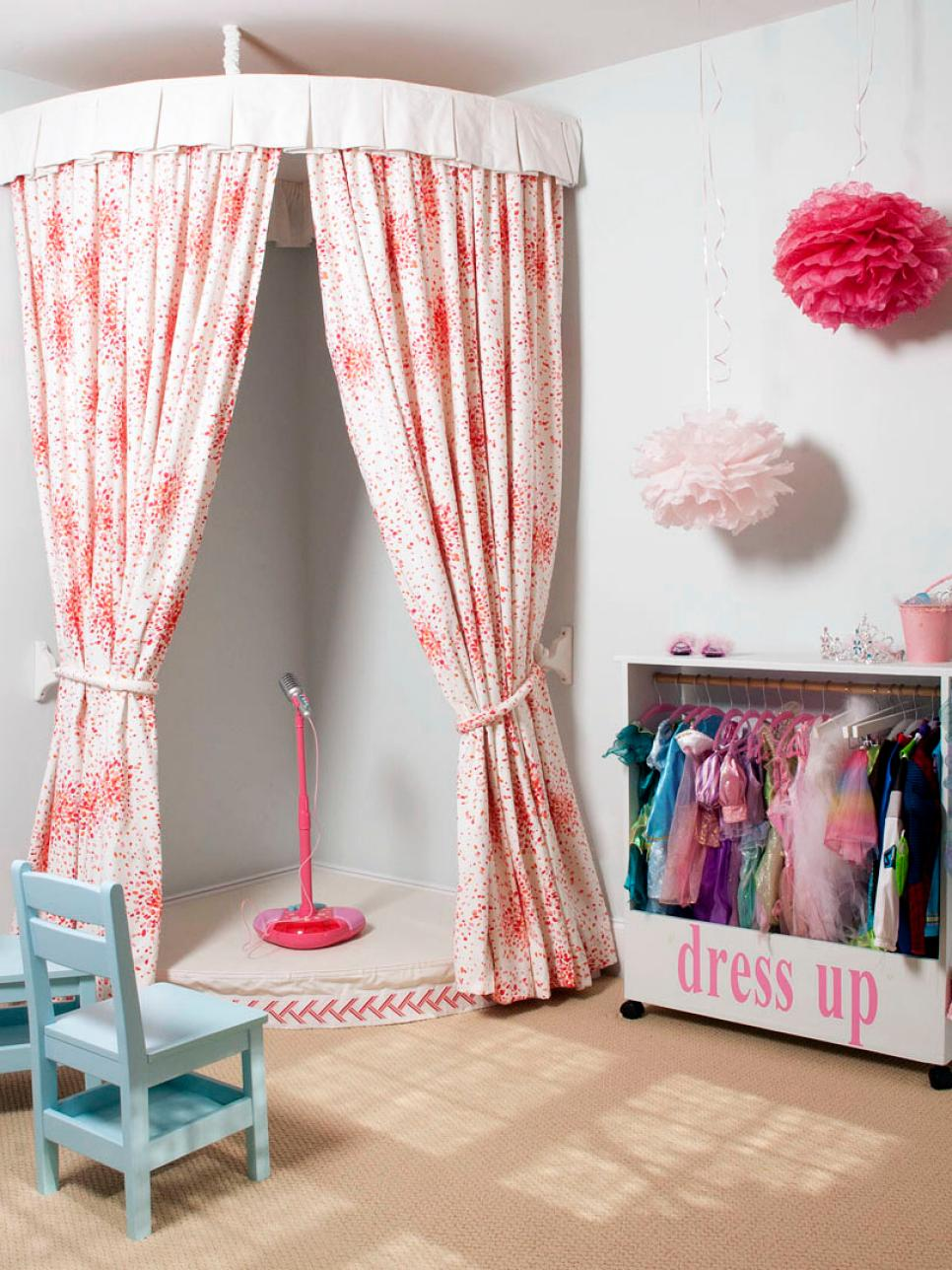 dp_liz-carroll-playroom-dress-up-area_s3x4-jpg-rend-hgtvcom-966-1288