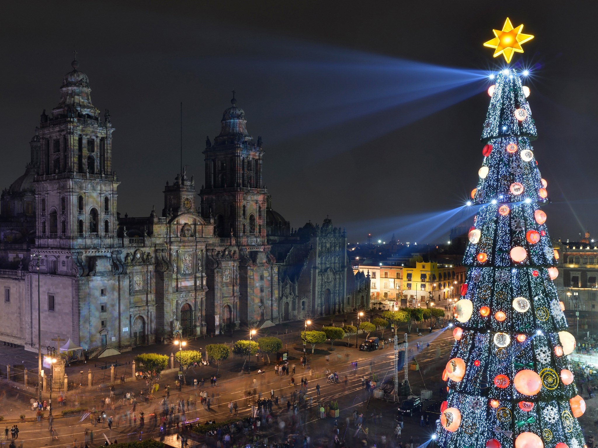 mexico-city-christmas-tree-gettyimages-501970888