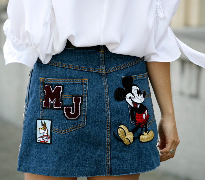 Mickey Mouse Patches πάνω στο Τζιν