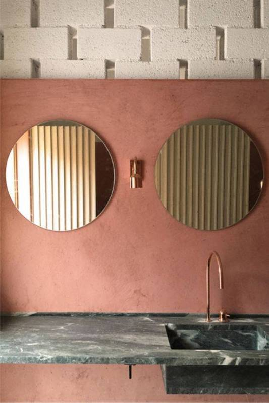 20-reasons-to-be-entirely-obsessed-with-pink-bathrooms-pink-bathroom-ideas-pink-bathroom-with-two-circular-mirrors-5798de1881c866970ee81fd7-w620_h800