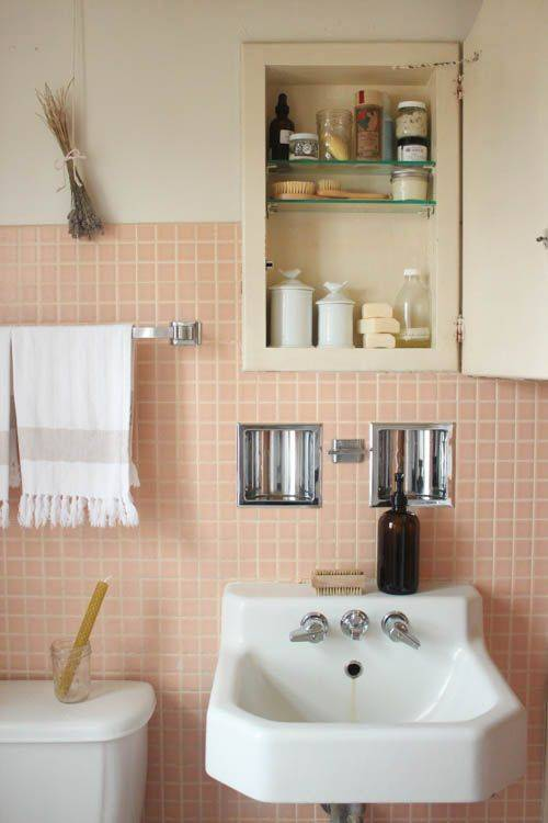 20-reasons-to-be-entirely-obsessed-with-pink-bathrooms-pink-bathroom-ideas-pink-square-tile-bathroom-5798dded81c866970ee81fd4-w620_h800