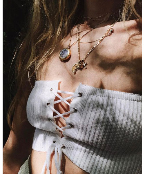 Lace Up Top. Μόδα Ξανά