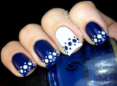 Beautiful-blue-and-white-arranged-dots-design