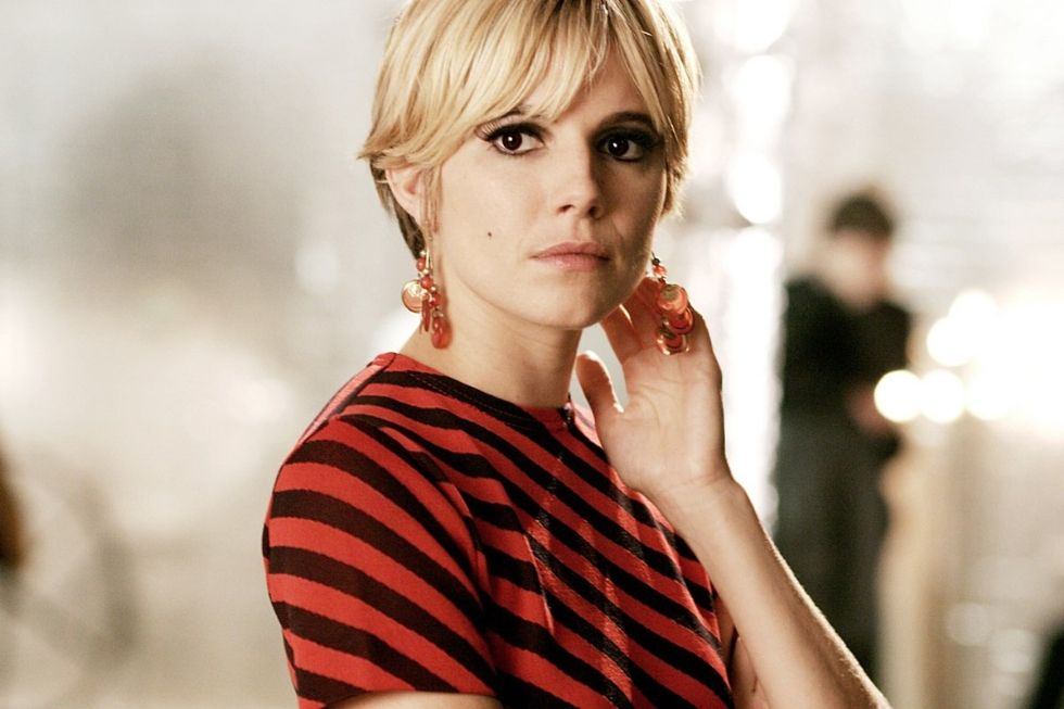 hbz-the-list-blonde-pixie-cuts-sienna-miller-1493756034