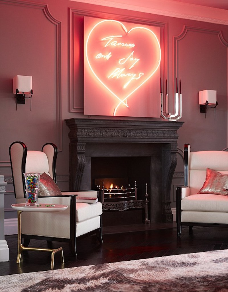 Glowing-red-neon-sign-creating-a-passionate-atmosphere-