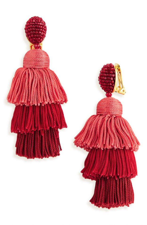 tiered-tassel-drop-earrings-oscar-de-la-renta-624x956