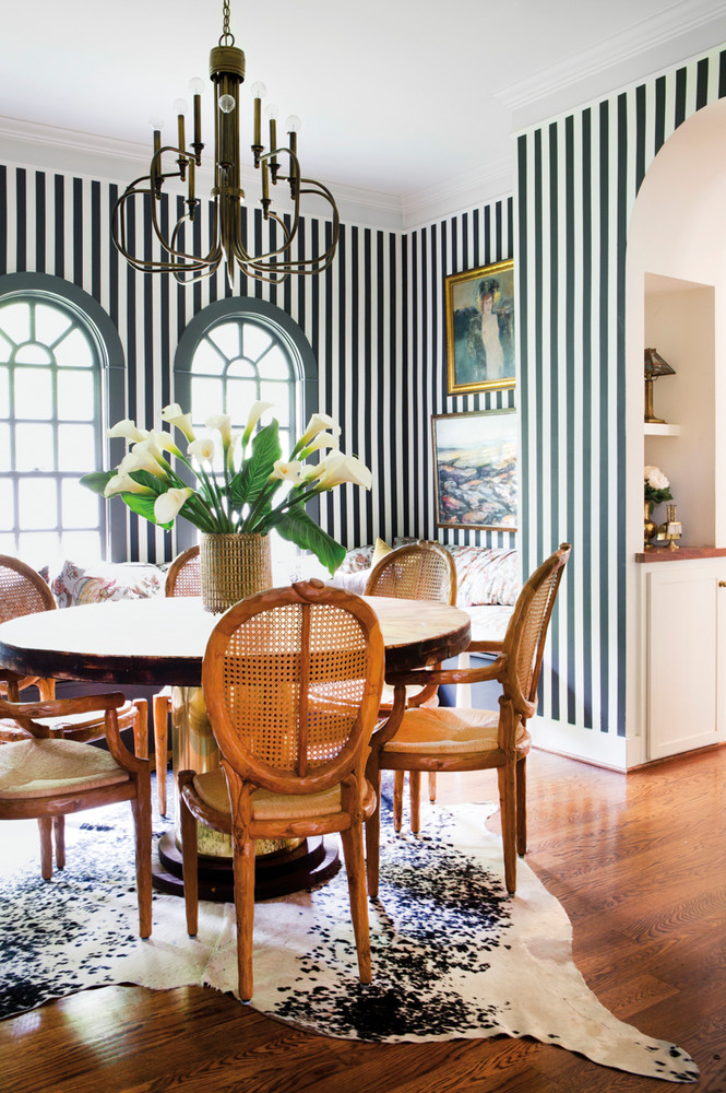 a-nashville-home-where-bold-prints-mix-with-soft-pastels-green-and-white-dining-room-59e8f077d9b1651460d823ec-w1000_h1000