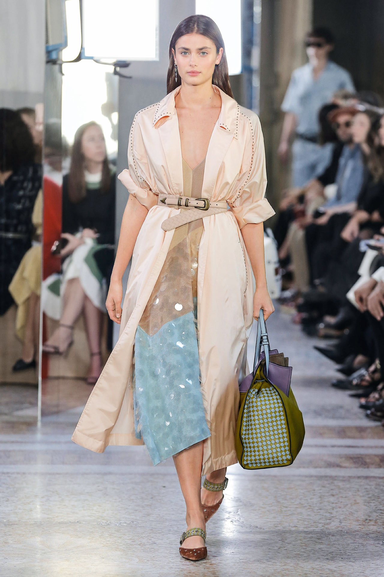 milan-fashion-week-trends-spring-2018-serious-sequins-bottega-veneta-look-40-taylor-hill