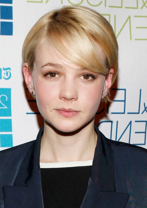 Carey-Mulligan-Side-Parted-Short-Straight-Haircut-with-Bangs