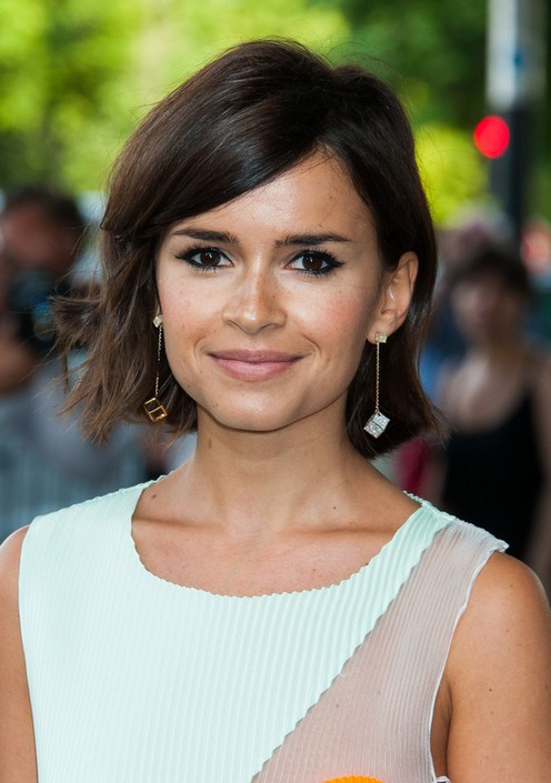 Miroslava-Duma-Layered-Side-Parted-Short-Haircut-with-Side-Swept-Bangs