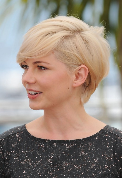 Side-View-of-Michelle-Williams-Cute-Short-Side-Parted-Haircut