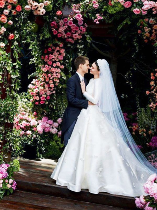 celebrity-wedding-dresses-128502-1500281460637-main.600x0c